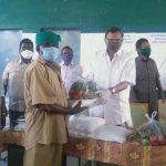 Mr. Karti Chidambaram while distributing essential items to Manamadurai Town Panchayat officials and sanitary workers of Manamadurai village today.