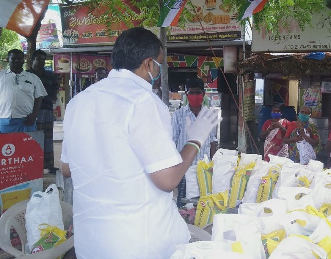 On behalf of the Siddharkottai village congress committee of Ramanathapuram district, Mr. Karti Chidambaram distributed essential items to the sanitation workers of Panchayat and the general public of Siddharkottai village.