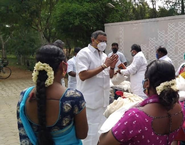 at Sivaganga 28-07-2020 distributed essential relief items to the transgender community persons in Karaikudi town