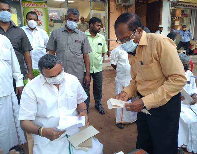 Mr Karti P Chidambaram, MP, Sivaganga, during his meeting with the public of Ilayankudi to hear their grievances on 29.10.2020.