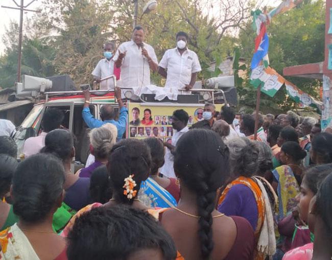 Mr Karti P Chidambaram, MP, Sivaganga, while campaigning for the Congress MLA Candidate from Karaikudi Assembly, Thiru Mangudi, in Panampatti village in Sakkottai Union on 31.03.2021