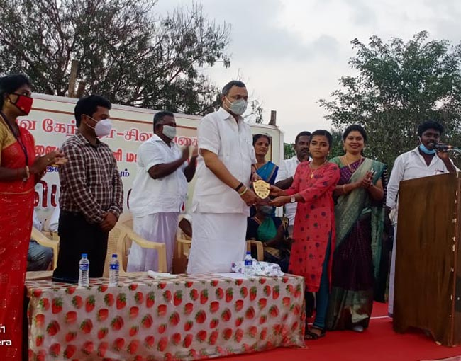 Mr Karti P Chidambaram, MP, Sivaganga, on 17.01.2021, while congratulating Ms U.Meenatchi of AzhagamaNagari, Sivaganga District, who had cleared the NEET exams and joined MBBS course in Velammal college of Madurai