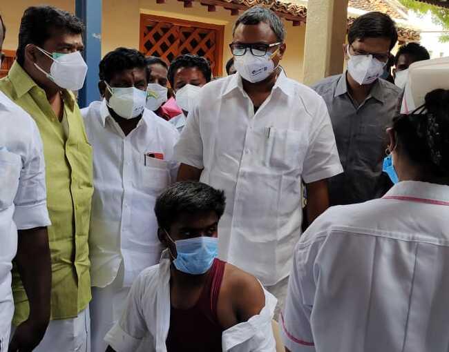 Mr Karti P Chidambaram, MP, Sivaganga, along with Karaikudi MLA, Mr Mangudi, inaugurated the COVID vaccination camp being organised at the Othakadai region of Devakottai Municipality on 27.05.2021