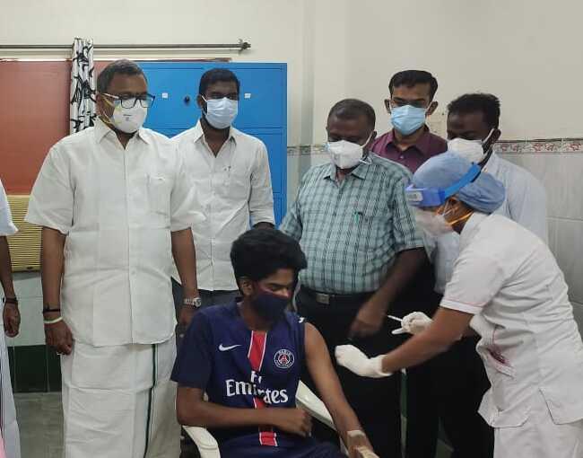 Mr Karti P Chidambaram, MP, Sivaganga, along with Karaikudi MLA, Mr Mangudi, visited the Government Hospital in Thirumayam on 28.05 (3)