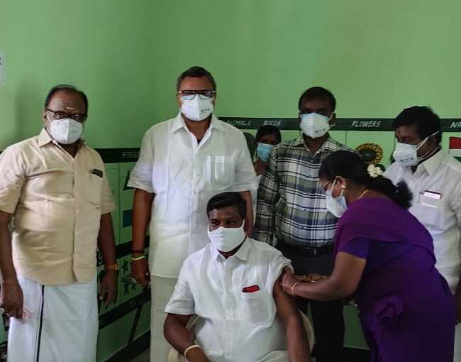 Mr Karti P Chidambaram, MP, Sivaganga, along with Karaikudi MLA, Mr Mangudi, visited the UPHC in Iravucheri village in Devakottai on 27.05.2021 and discussed with the doctors at the centre regarding the Covid treatment related activities and the vaccination drive being conducted at the centre.