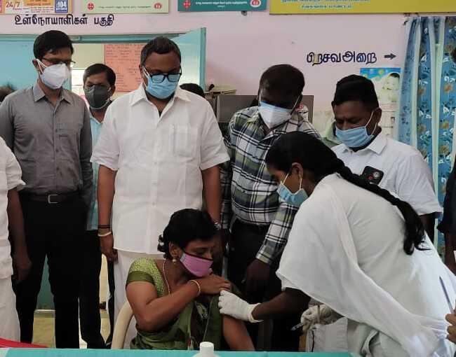 Mr Karti P Chidambaram, MP, Sivaganga, visited the UPHC in Aravayal village in Devakottai on 27.05.2021