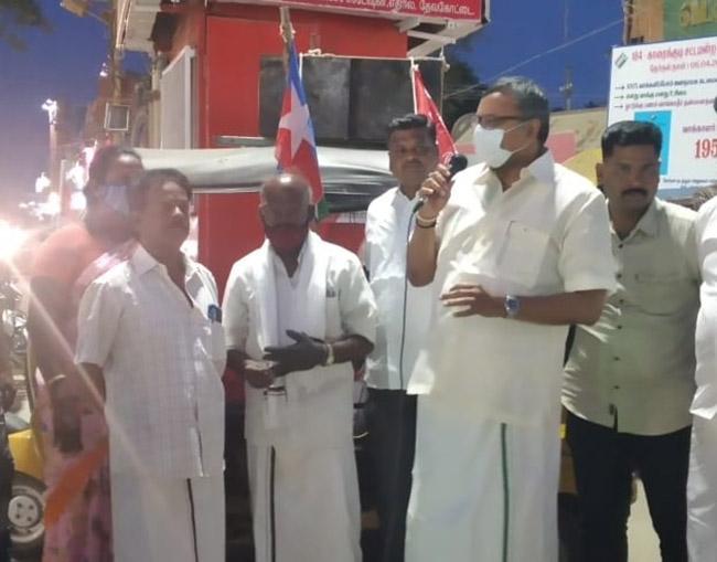 Mr Karti P Chidambaram, MP, Sivaganga, while campaigning for the Congress MLA Candidate from Karaikudi Assembly, Thiru Mangudi, near Devakottai Arch region on 27.03.2021