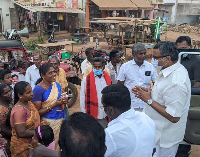 Mr Karti P Chidambaram, MP, Sivaganga, while campaigning for Congress MLA Candidate from Karaikudi Assembly, Thiru Mangudi, near Devakottai Rastha region on 27.03.2021
