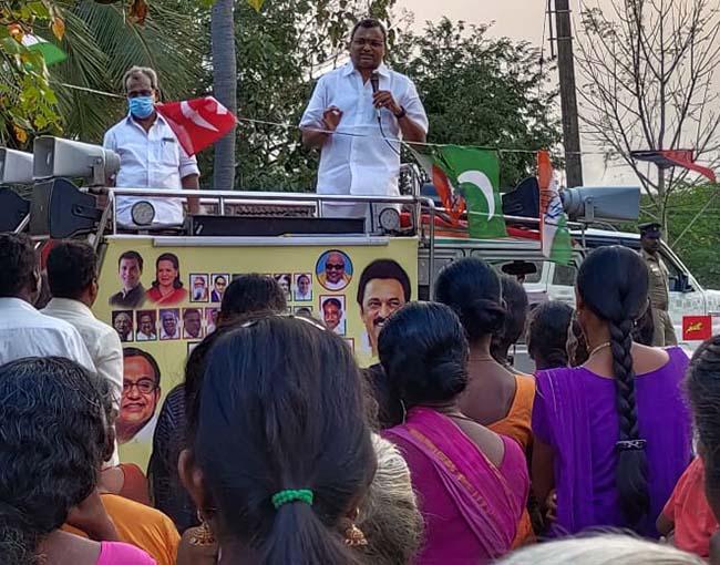 Mr Karti P Chidambaram, MP, Sivaganga, while campaigning for the Congress MLA Candidate from Karaikudi Assembly, Thiru Mangudi, in Pavanakottai region in Devakottai on 01.04.2021