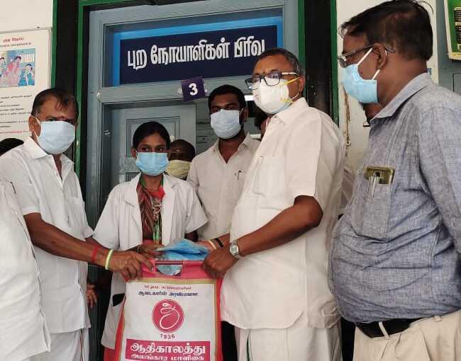 Mr Karti P Chidambaram, MP, Sivaganga, along with Karaikudi MLA, Mr Mangudi, visited the Improved Primary Health Centre in Arimalam on 28.05.2021