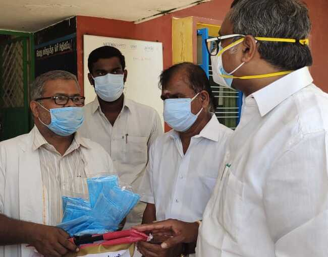 Mr Karti P Chidambaram, MP, Sivaganga, along with Karaikudi MLA, Mr Mangudi, visited the UPHC in Nachanthupatti village in Thirumayam on 28.05.2021 and discussed with the doctors at the centre regarding the Covid treatment related activities and the vaccination drive being conducted at the centre and also distributed medical equipments and accessories to that centre.