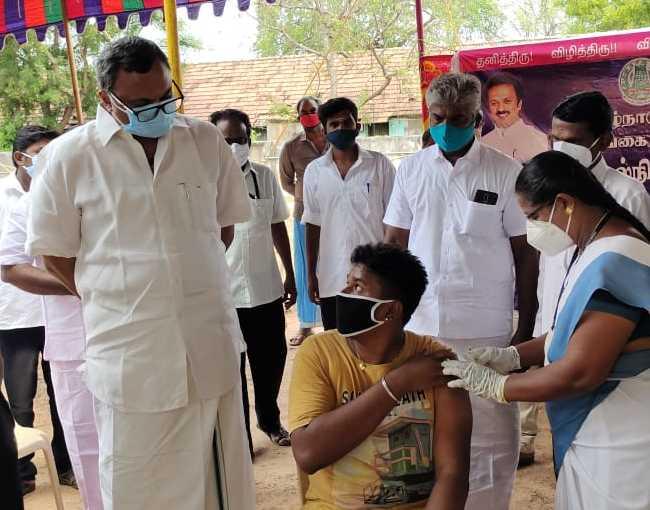 Mr Karti P Chidambaram, MP, Sivaganga, along with MLA of Karaikudi, Mr Mangudi, inaugurated the COVID Vaccination camp organised near Kandanur Municipality office on 29.05.2021